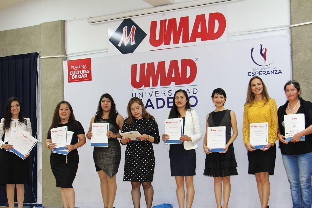 Educación Continua UMAD celebró su graduación de diplomados